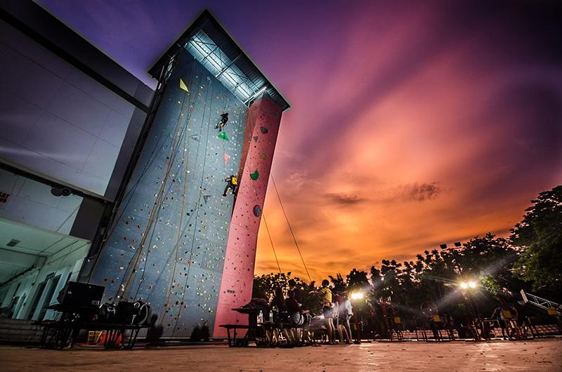 Climbing_home_1